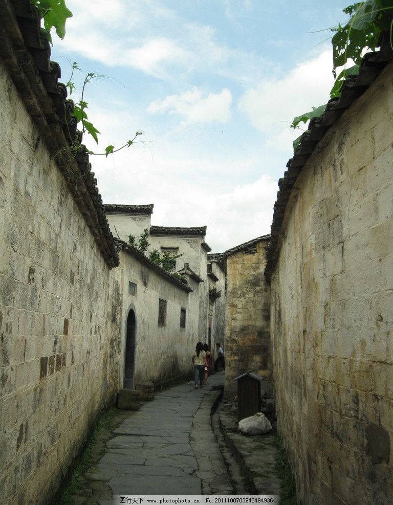 安徽宏村 徽派建筑 墙体 高墙黑瓦 天空 小路 建筑摄影 建筑园林
