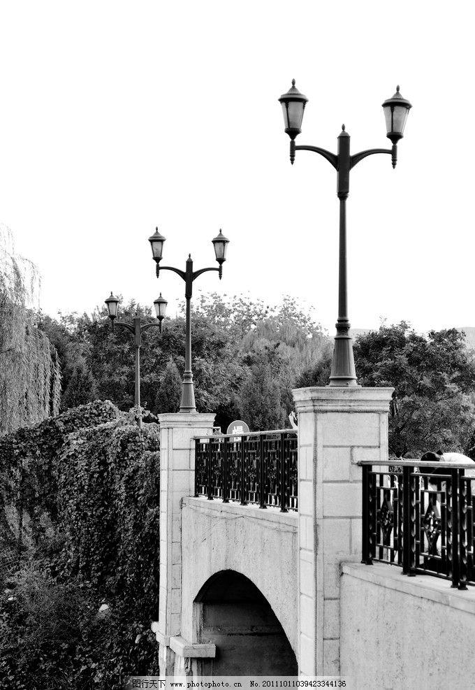 西式 路灯 桥 黑白 蓝色港湾 竖图 灯柱 欧式建筑 建筑摄影 建筑园林