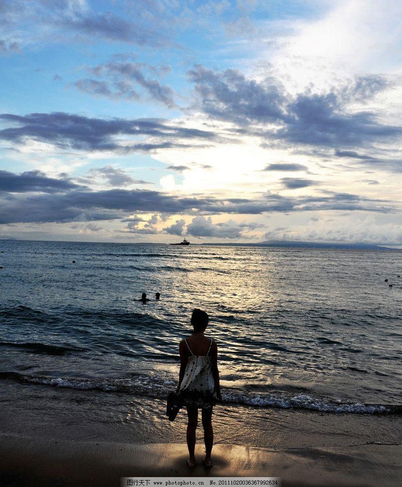 海边美女的背影 海边 落日 美女 人物摄影 人物图库 摄影 300dpi jpg