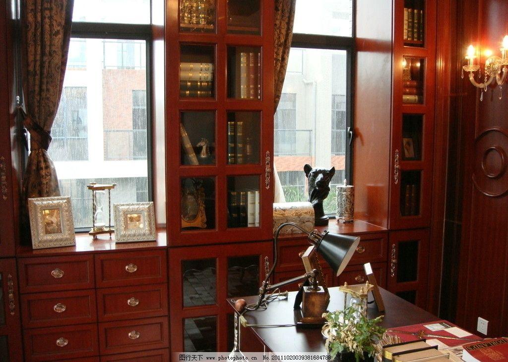 书房 欧式书房 欧式古典 样板间 书柜 书架 红木装饰 红木家具 水晶壁灯 欧式复古 书房壁灯 书房摆设 城市山谷 室内摄影 建筑园林 摄影 72DPI JPG