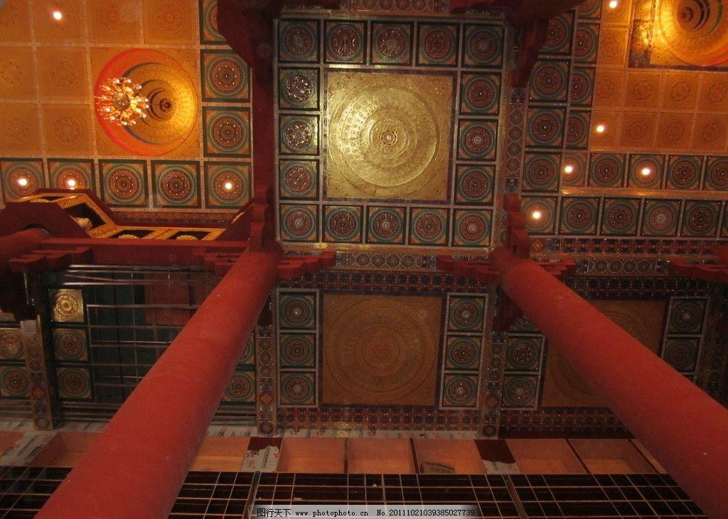 佛堂吊顶装修效果摄影 寺庙吊顶 古典吊顶 柱子 吊灯 现代寺庙建筑