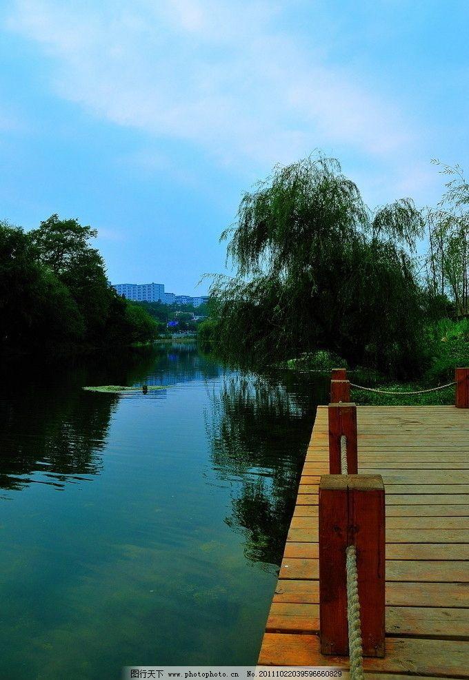贵阳湿地公园景观 风景 小桥 蓝天 白云 木围栏 摄影 透视 园林建筑