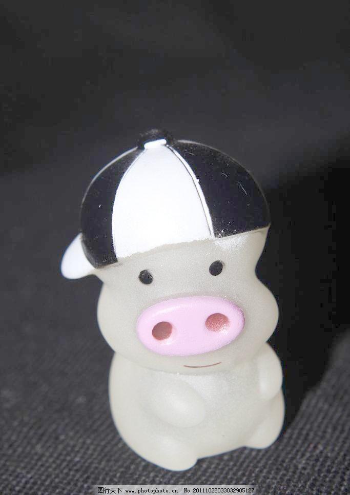 生活百科 娱乐休闲 猪 麦兜图片素材下载 麦兜 玩具猪 猪 可爱的麦兜