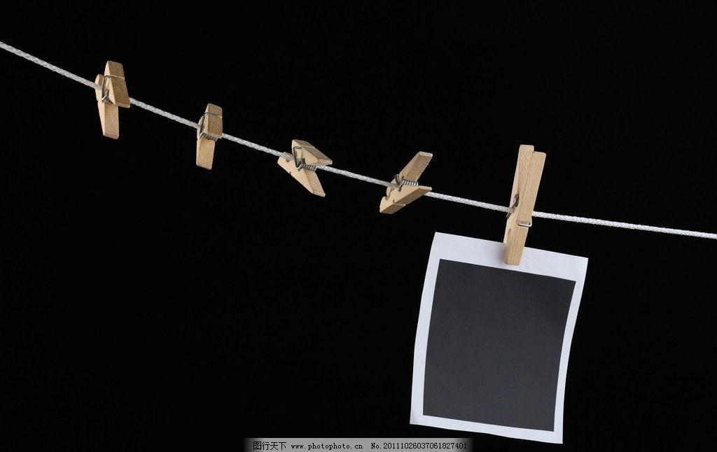 木夹相片 图片素材 木夹子 绳子 黑背景 相册 摄影 生活素材