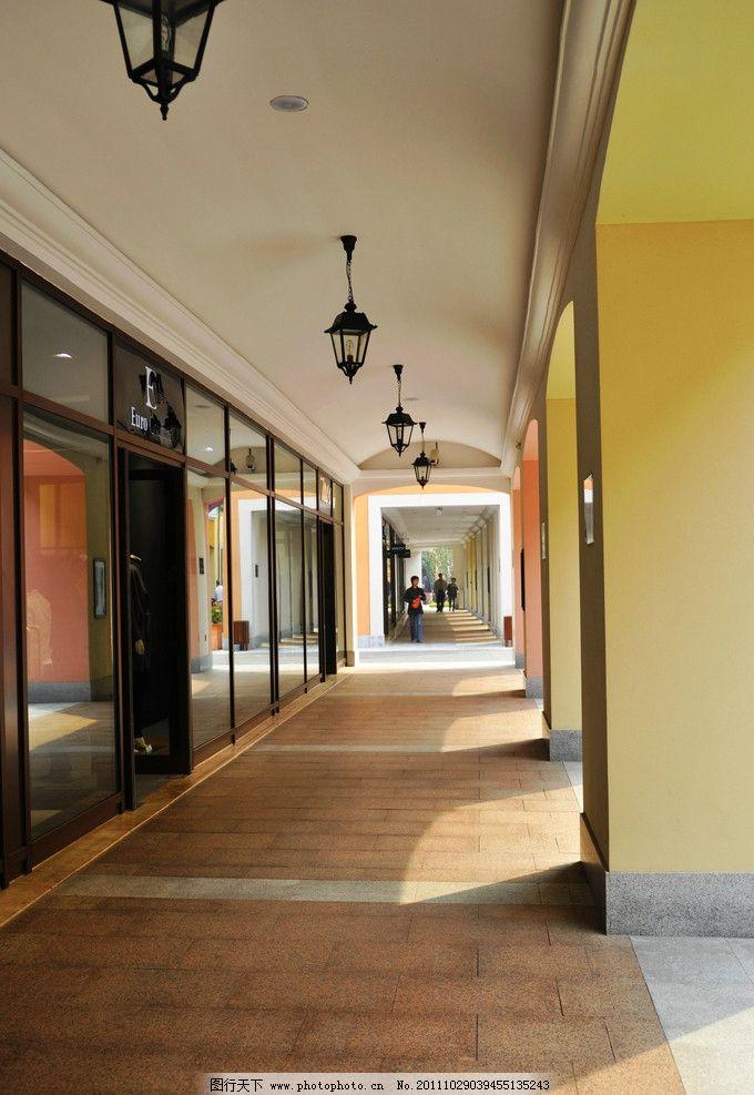 欧式小镇街道 西方 建筑 走廊 玻璃门 日景 无人 竖 欧式建筑