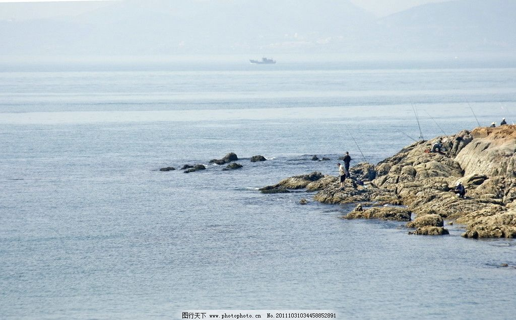 海边钓鱼人 海滩 大海 钓鱼 山水风景 自然景观 摄影 72dpi jpg