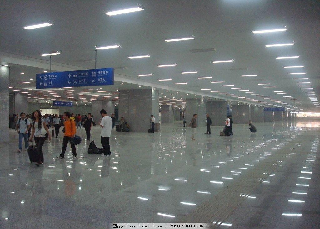 火车站地下通道图片