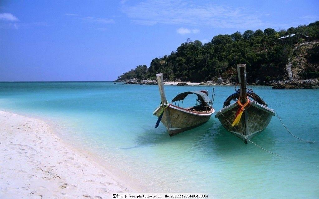 度假村 海边 美丽 沙滩 大海 椰子树 阳光明媚 小船 小岛 岛屿