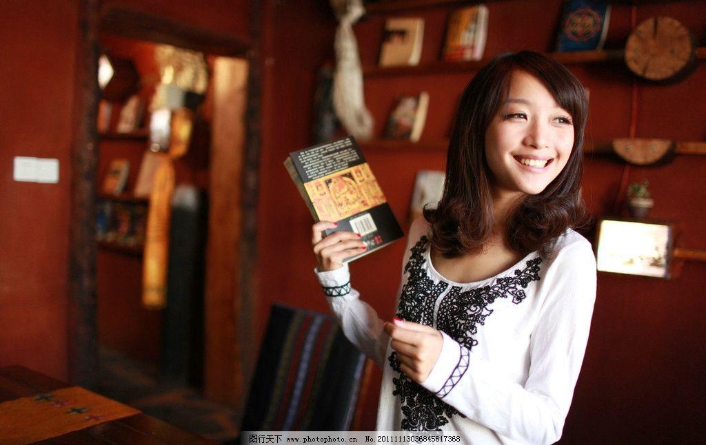 美女壁纸 漂亮女生壁纸 书店 高清美女 桌面壁纸 手机壁纸 漂亮美女