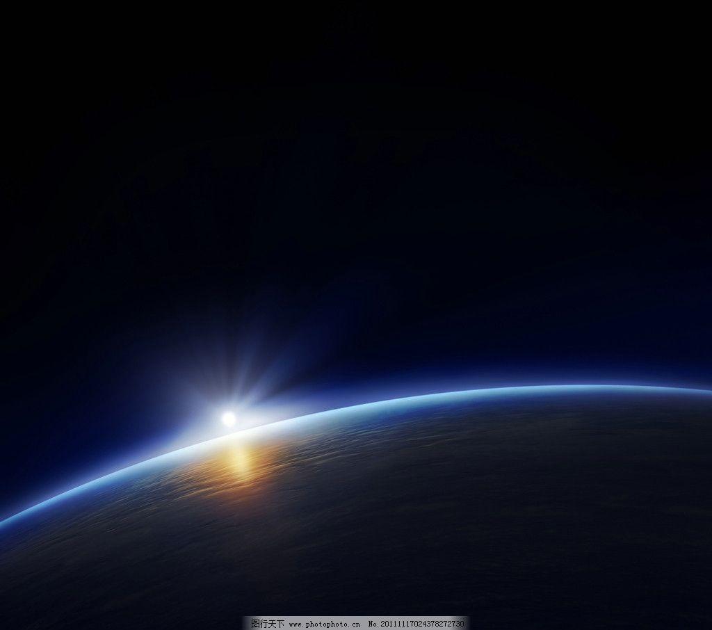 地平线升起的太阳图片