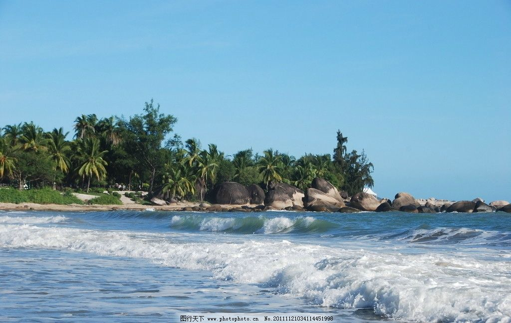 海南风光 蓝天 白云 大海 海浪 石头 绿树 旅游摄影