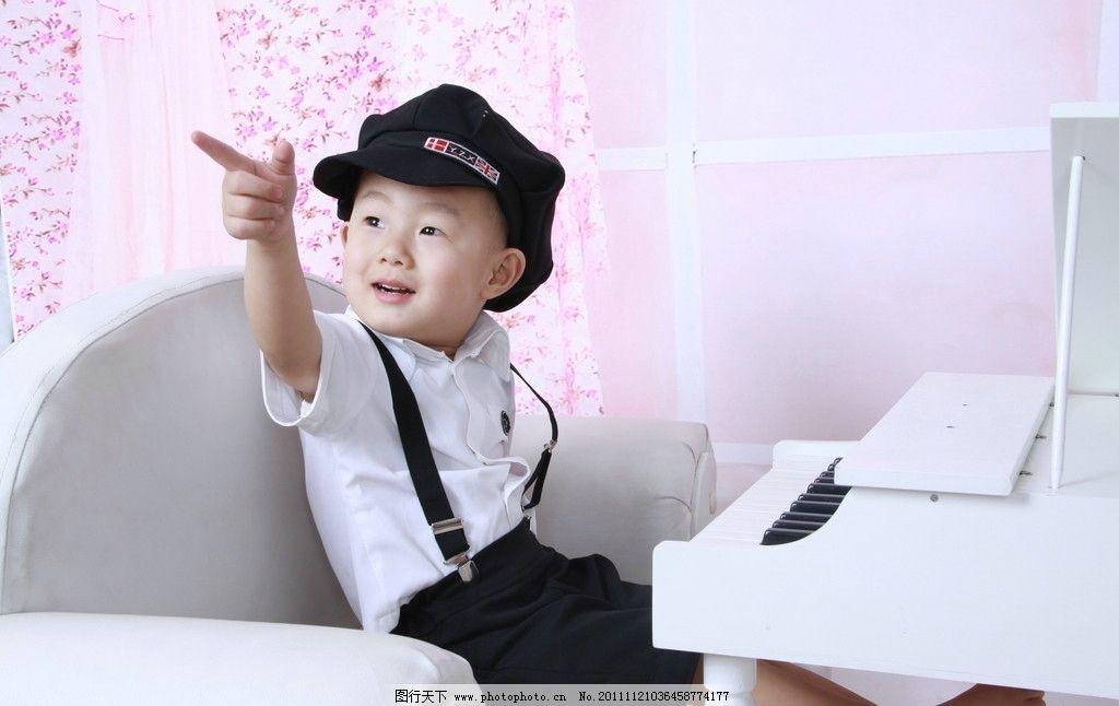 可爱宝贝 可爱 帅 宝贝 小孩 男孩 钢琴 白色 帽子 宝宝 小伙 快乐