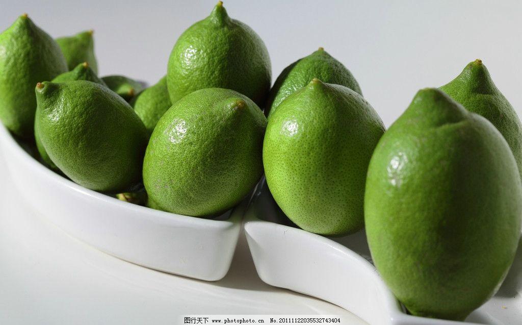青柠檬 酸涩 果肉碧绿 通透如玉色 味道极酸 饱满圆润 白盆子