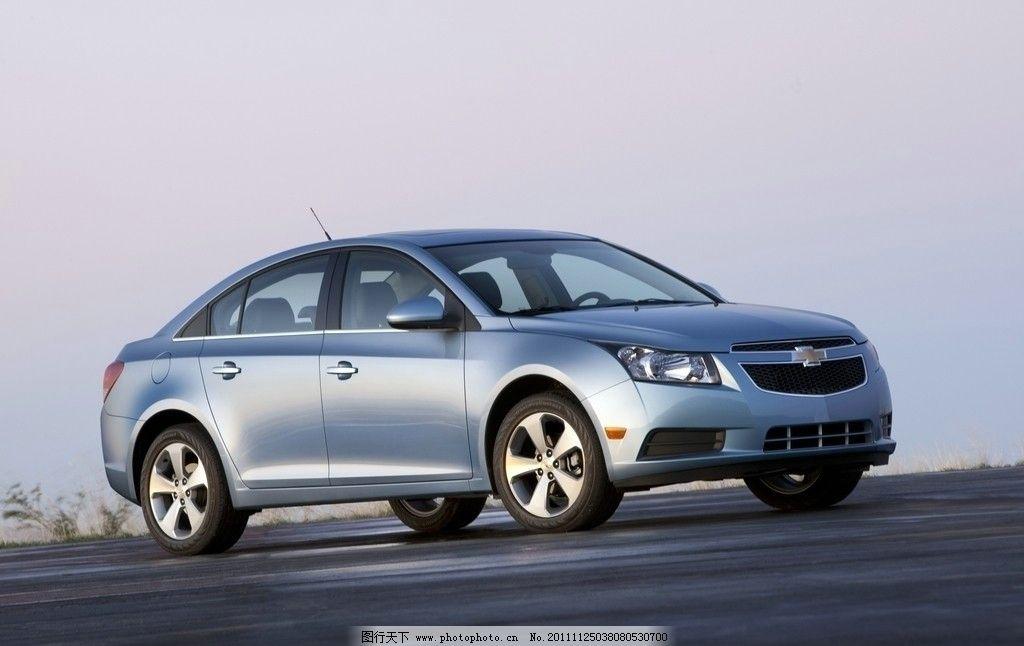 轿车 灰蓝色金属漆 车体饱满 线条流畅 外观漂亮 进气格栅 雪佛兰标志