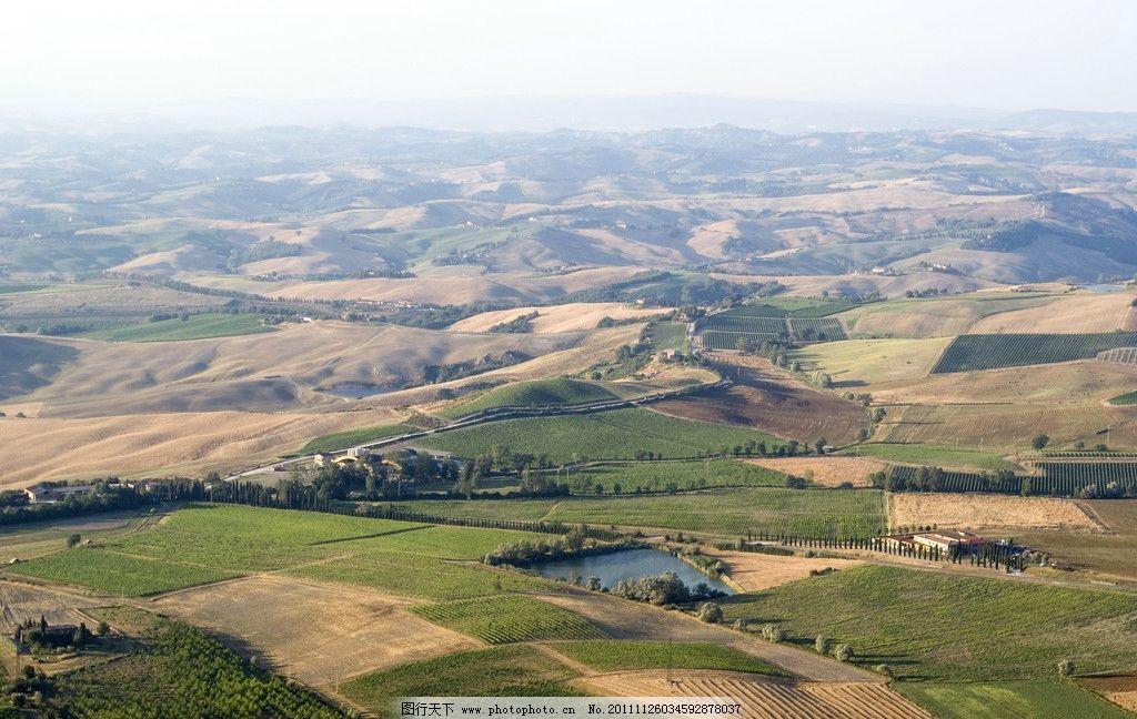 航拍大地风光 航拍 大地 风光 风景 景色 农田 小房子 山峦 山峰 自然