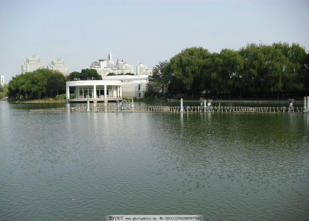 公园一角 世纪公园 湖面 水上餐厅 风景 建筑 碧水 水波 绿树 国内