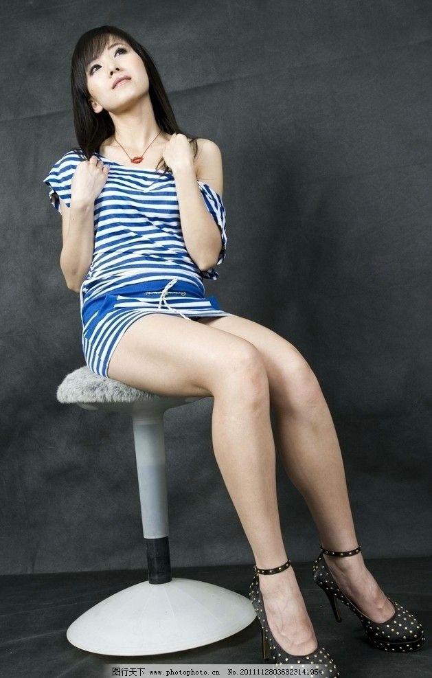 长腿美女 长腿 蓝条衣服 紧身 长发美女 女性女人 人物图库 摄影 240