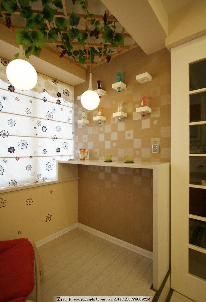 休闲阳台 吧台 酒架 墙纸 吊灯 地台 室内摄影 建筑园林 摄影 72dpi