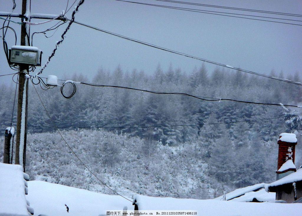 冬天农村 冬天 农村 电线 电线杆 大雪 房屋 树木树叶 生物世界 摄影