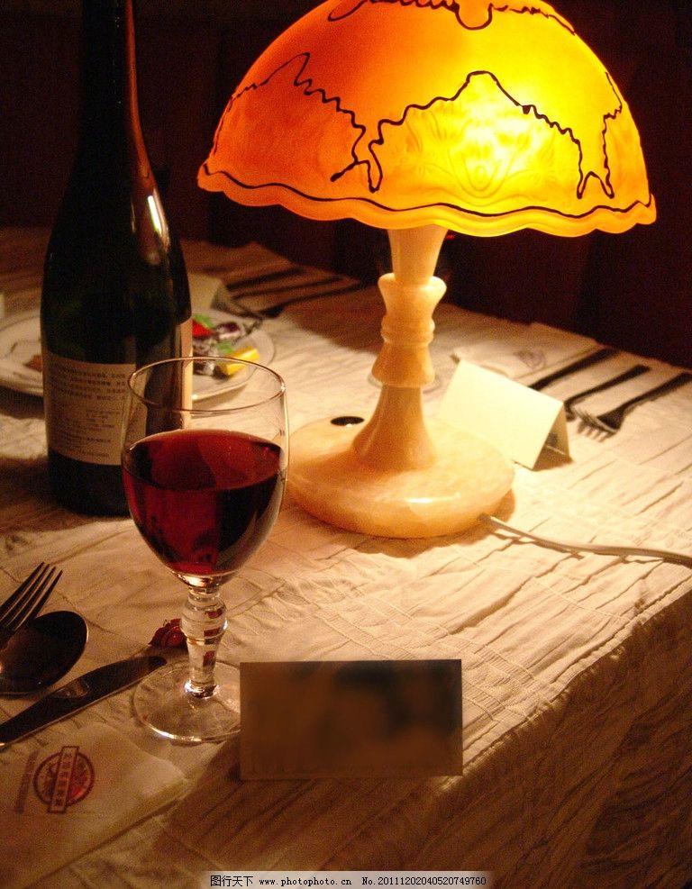 欧式酒吧 欧式 酒吧 红酒 台灯 桌面 饮料酒水 餐饮美食 摄影 72dpi