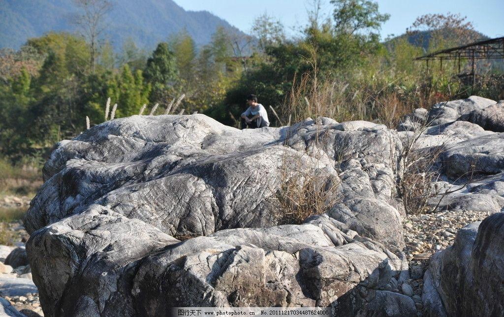 昔日蛇王岛 石头 大石头 绿草 河边 小溪 乡村 风景 乡村风景