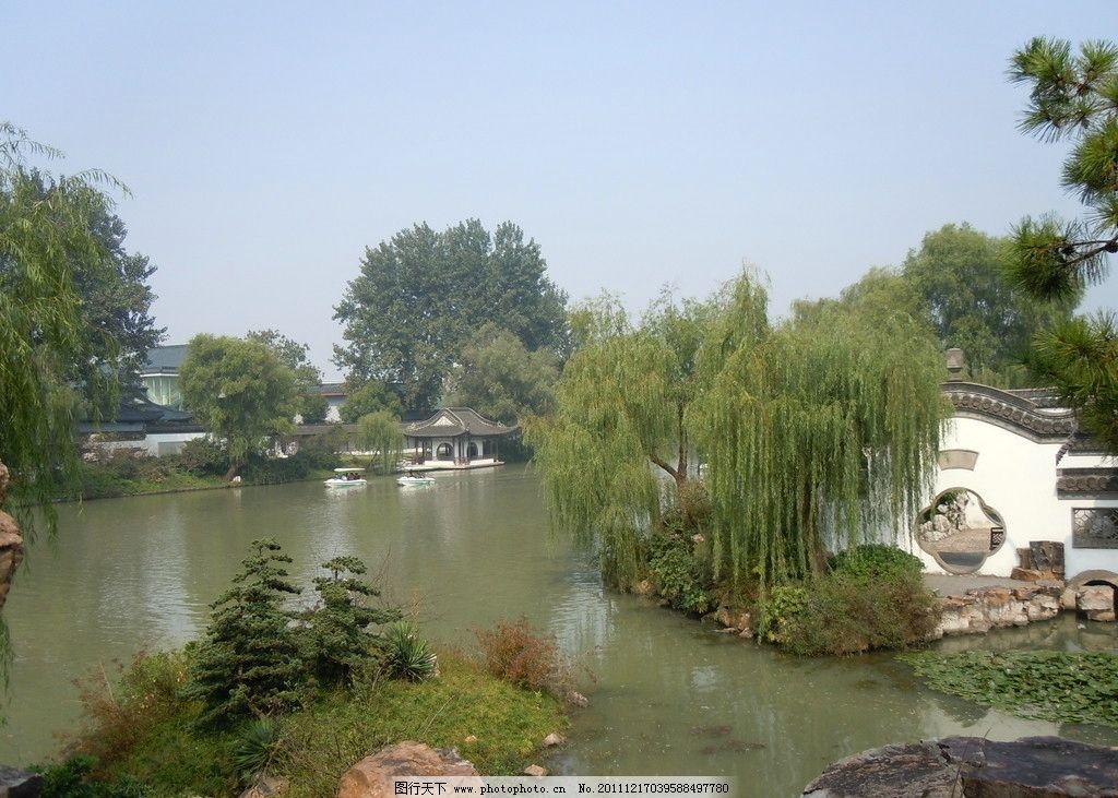 春天的图片 有柳树和小河