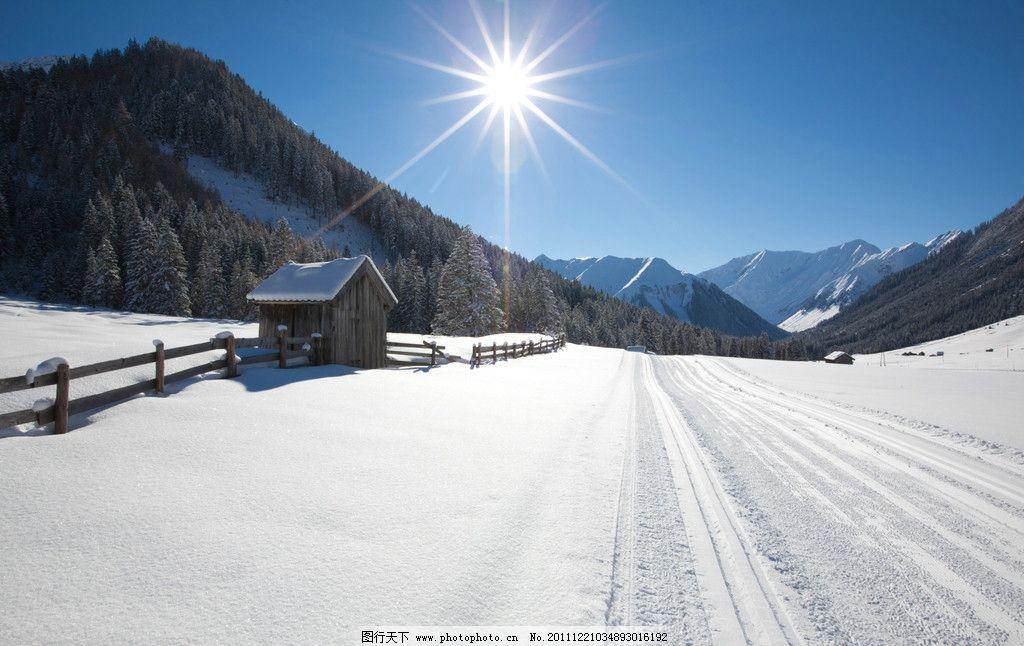 冬天雪 房子 太阳 雪地 大山 蓝天 自然风景 自然景观 摄影