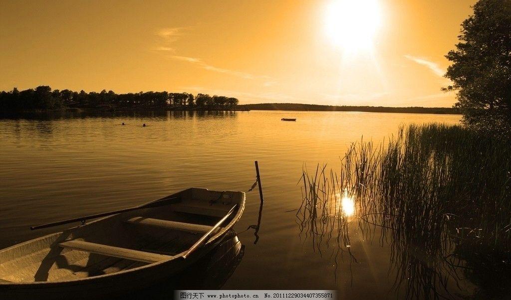 黄昏湖边 湖边落日 湖边小船 自然景观 山水风景 摄影 72dpi jpg