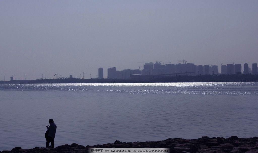 大海里一抹亮色 剪影 逆光 大海 冷色調 建筑 高樓 大廈 山水風景